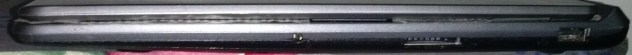 sisi kanan terdiri dari port USB 2.0, card reader dan jack audio